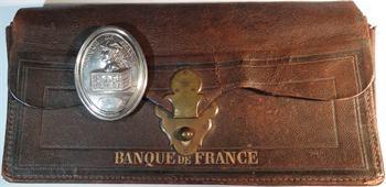 Banque de France, sacoche à main en cuir et plaque de fonction d'un agent de recettes, XIXe siècle