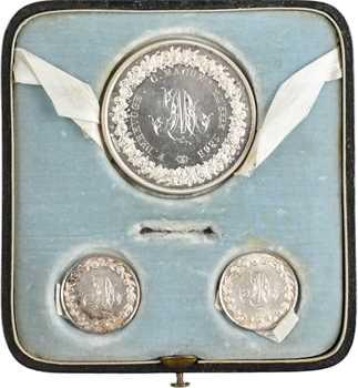 Second Empire, coffret de 3 médailles de mariage, dont une médaille-boîte, par Petit, 1865 Paris