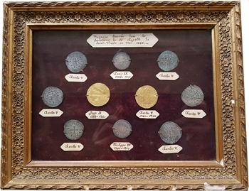 Charles V, ensemble de monnaies de la Chapelle Saint-Vrain-de-Revillon, montées en cadre, c.1370