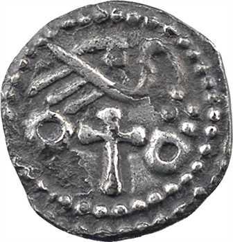 Anglo-saxons, sceat ou denier, à l'oiseau sur une croix, s.d. (c.680-710) nord de la Tamise