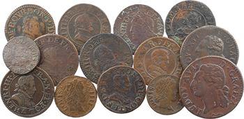 Lot 14 monnaies royales et seigneuriales en cuivre comprenant un double tournois d'Henri III, 2 d'Henri IV, 3 de Louis XIII (dont Riom 1626 TTB), 2 deniers tournois Louis XIV, 1 demi-sol et 1 liard de Louis XVI, 2 doubles tournois de François de Bourbon