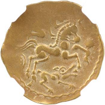 Aulerques Éburovices, hémistatère scyphate sur flan large, type au loup, Ier s., coque NGC XF