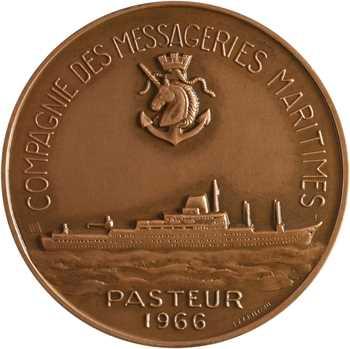 Compagnie des Messageries Maritimes, le paquebot Pasteur, par Lagriffoul, dans sa boîte, 1966 Paris