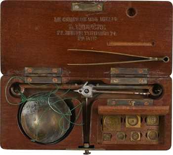 Boîte de pesage balance-carat, de chez l'Exupère, XIXe s., Paris
